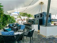 Lagoon Pool Bar - Mantra PortSea